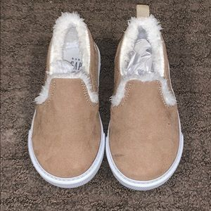 Toddler gap slip on Sherpa